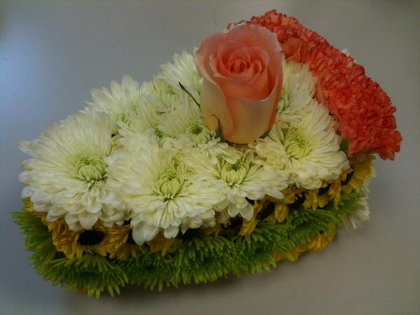 cake shaped flower arrangement 6