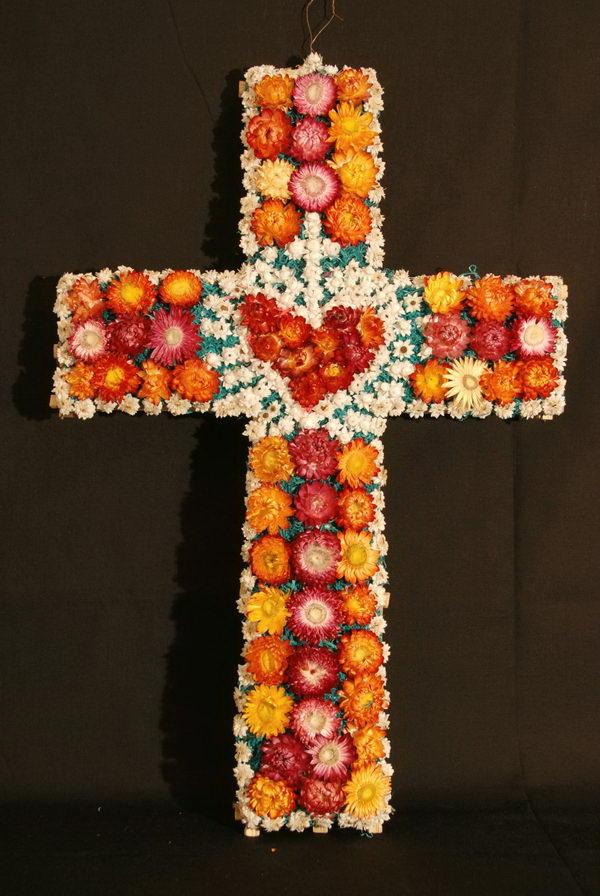cross of flowers arrangement idea 32