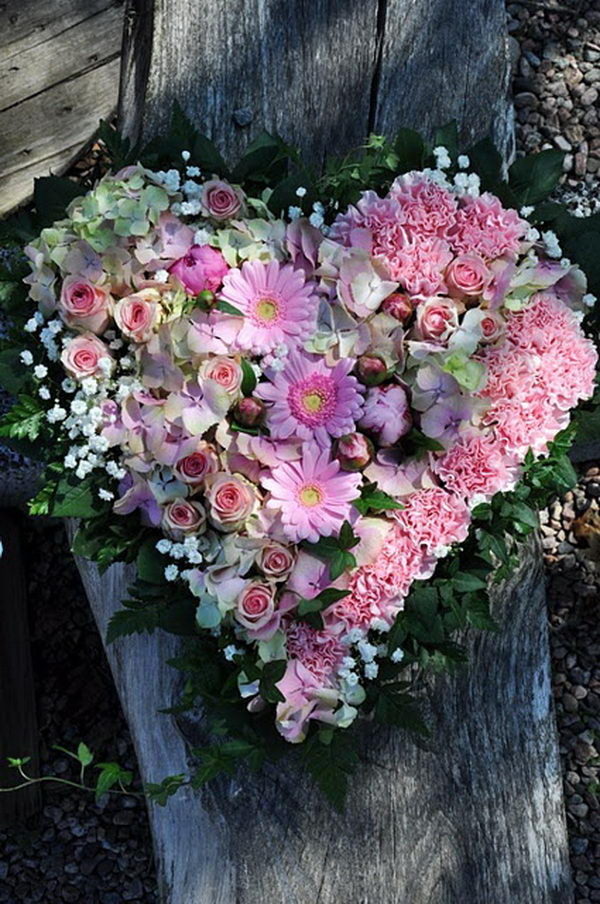 flowers arrangement in heart shape 2