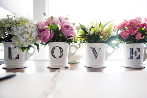 flowers arrangement using mugs 17