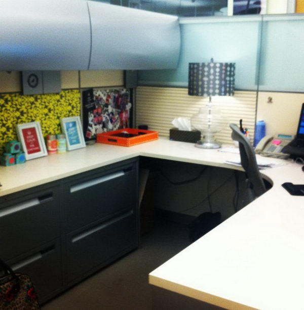 20 creative diy cubicle decorating ideas 2017 for How to decorate desk in office