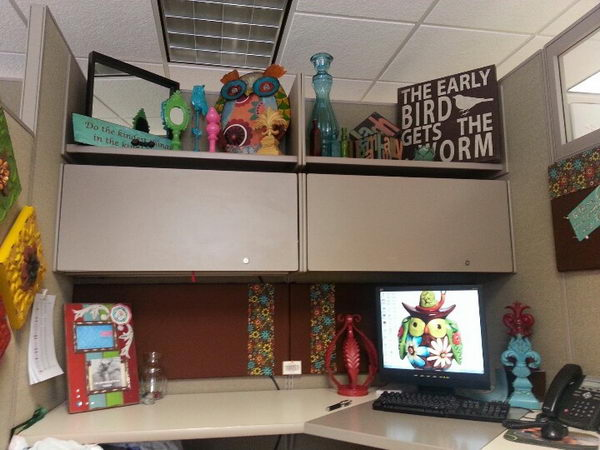 Office cubicles decorating ideas images for Fun office decorating ideas