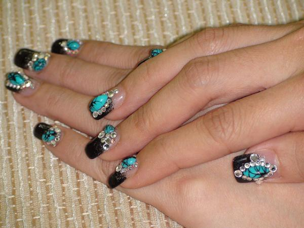 3D Crystal Nail Art, 3D nail art is a technique for decorating nails that creates three dimensional designs.