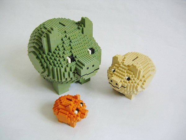 LEGO Piggy Banks. A great way to introduce the concept of saving and spending to your little ones.