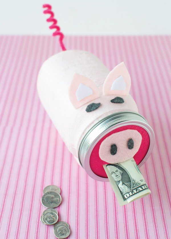 Mason Jar Craft of Piggy Bank. A great way to introduce the concept of saving and spending to your little ones.