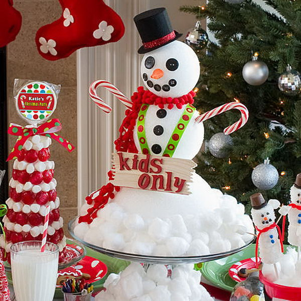 Snowman centerpiece from cotton and styrofoam. Add charm to any Christmas tree or gift box, and make charming and thoughtful holiday presents for friends and family members.