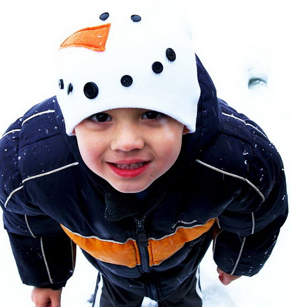Snowman hat for kids. Add charm to any Christmas tree or gift box, and make charming and thoughtful holiday presents for friends and family members.