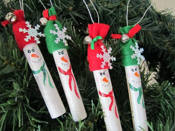 Painted wooden clothespin snowman ornament. Add charm to any Christmas tree or gift box, and make charming and thoughtful holiday presents for friends and family members.
