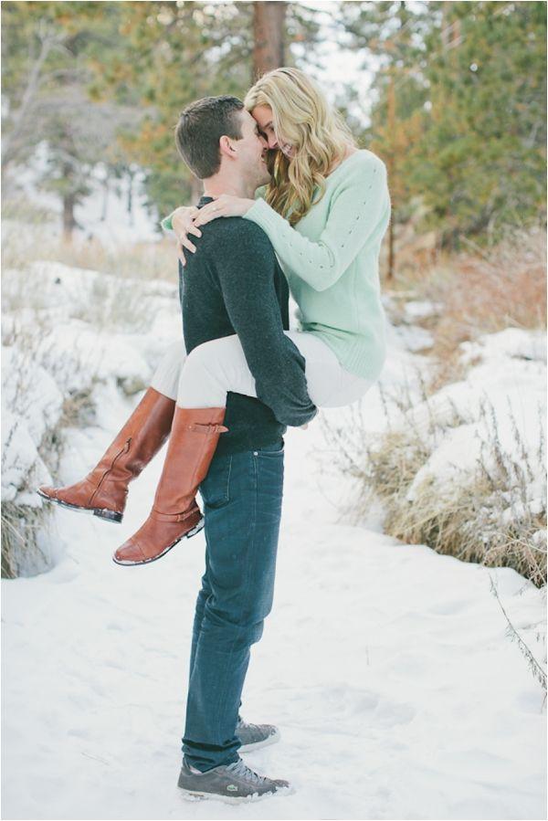 10 Romantic Winter Engagement Photo Ideas 2017
