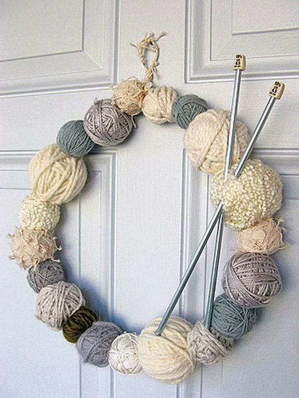 Yarn wreath featuring wintry cream tones.
