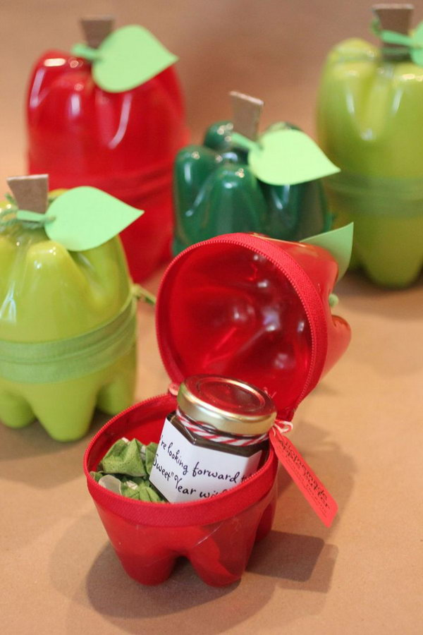 These Plastic Bottle Apple Containers make a wonderful DIY gift for anyone this time of year.