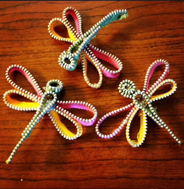 These zipper dragonflies are so simple and fun to make.