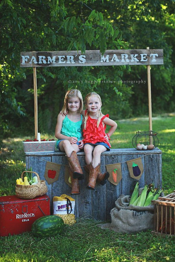 Easter Farmers Market Burlap Banner. Easter comes in spring, you should take the scene with the flavor of this season. Why not trying this farmer market burlap banner to add more spring flavor. Other decorations such as fruit, Easter Eggs, Easter basket, corns are also necessary.