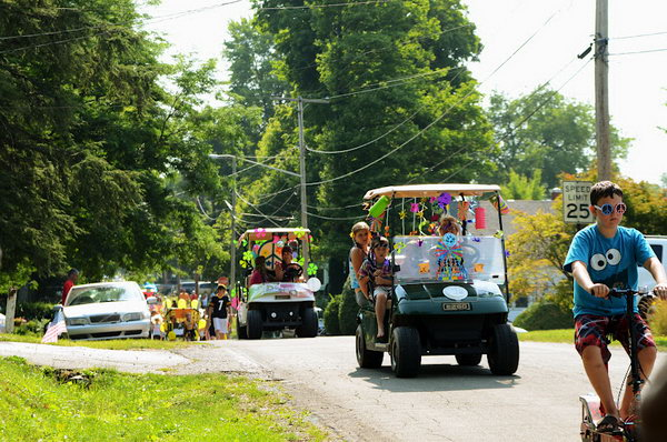 Golf Cart and Bike Parade Party Idea. Gather up your neighbors or friends with their golf carts , bikes and scooters decorated with balloons and banners. It's so attractive to host such a golf cart and bike parade party. Once you get your destination, you can go ahead with Popsicles and pizza served.