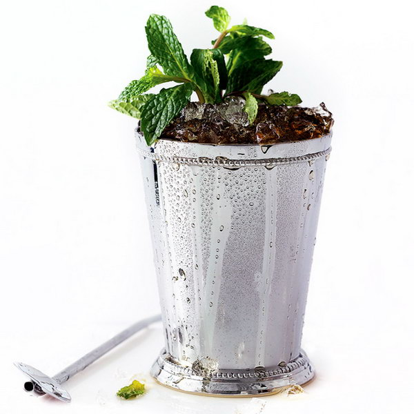 Prescription Julep. Get boring about the hot summer air? Get cooled off with this prescription julep with all your guests to enjoy your summer party. Muddle mint leaves and syrup in a glass. Fill it with crushed ice to make a mound. Add mint sprigs and straw for beautiful garnishment.