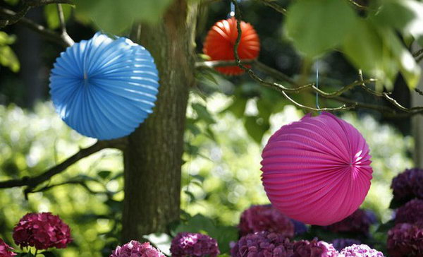 Tree Decoration Summer Party Idea. To avoid the burning sunlight, set up your party under the cool shade of trees. Get your tree dressed up with paper lanterns to create a whimsy and sweet touch to your party design.