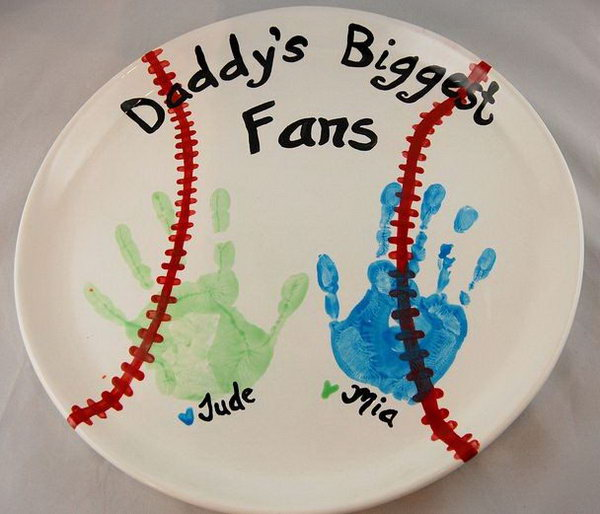 DIY Handprint Plate for Father's Day. This cute gift is easy to do with children. The words show their love to Dad and the little handprint are really sweet for any kind of father. See the how-to here.