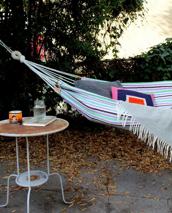 DIY Summer Hammock. Great useful gift for dad's weekend relaxation year round. Learn the tutorial step by step here.