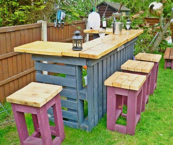 DIY Outdoor Wine Bar.