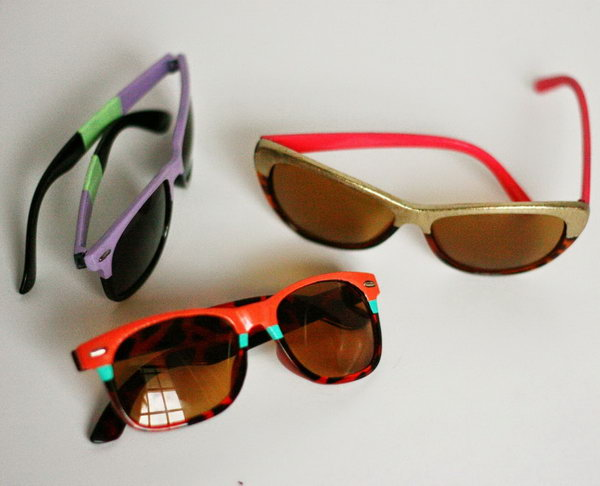 Upcycled Dollar Store Sunglasses. It is fancy to upcycle these $1 frames at the dollar store to the million ones. What you need is a pair of sunglasses, nail polish and some tape. The process is so easy, and everyone can make it. See more here.