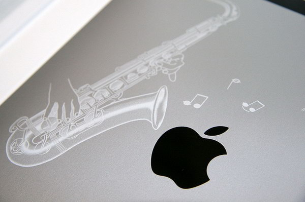 Saxophone engraving on iPad. A music lover can take this idea for reference.