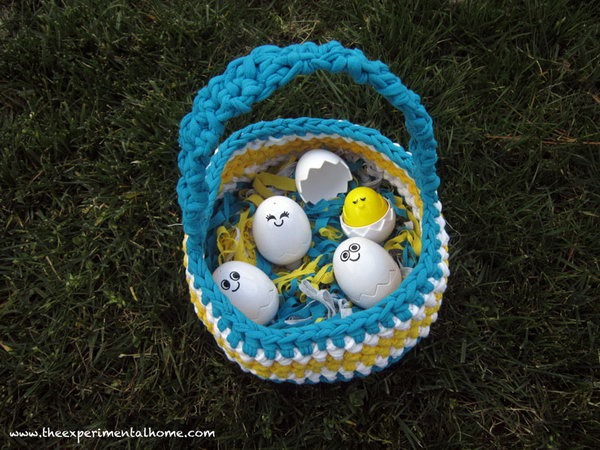 Braided Easter Basket.Anything you make out of t shirt yarn should be soft and cuddly.So is this braided Easter basket. So meaningful to create this pretty project with your kids or take it as a gift for your belove on Easter Day.