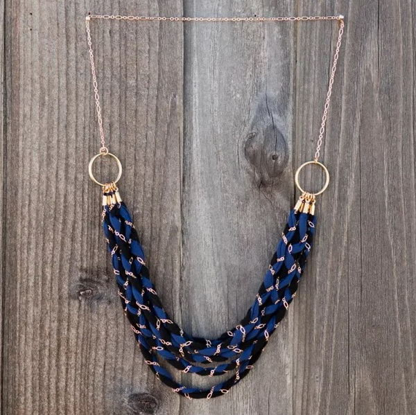 Braided Chain Necklace with Old T shirt.Jewelry can be always very expensive.DIY jewelry from the old things is perfect. Look at this braided chain necklace with old T shirt.It' s perfect for everything from summer festivals to fancy springtime soirees.