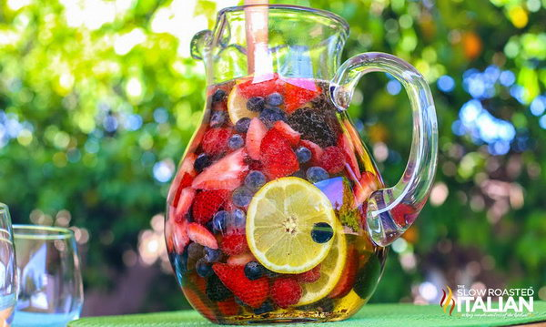 Summer Berry Sangria. Are you an addict of berries like me.  Start to make this  combined summer drink with flesh raspberries, blueberries, blackberries. Get the recipe here