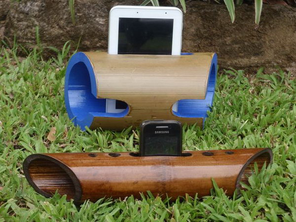 Zero Power Bamboo iPhone Speaker Stand: What a smart speaker made from a length of bamboo which naturally resonates and amplifies the sound produced by your iPhone. This eco friendly product is simple to recreate and you will be proud to make for yourself or your friends. See the tutorial