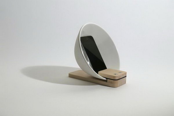 DIY Stylish Ordinary Ceramic Bowl iPhone Speaker: This distinctive looking speaker is extremely simple to make. And it can effectively amplify your favorite music. Check out the tutorial