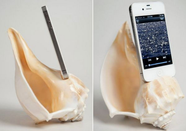 ShellPhone Loudspeaker: iPhone 5 acoustic speaker amplifier made from conch shell. Easy and cute idea.