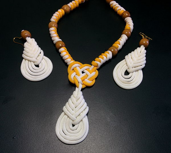 Beautiful DIY Paracord Necklace and Earrings