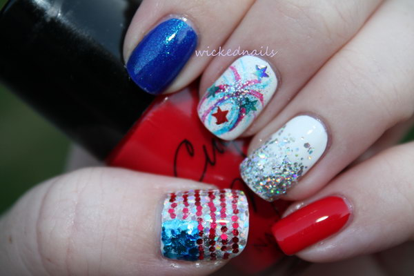 Firework and Sequin American Flag Nails: The glitter placement to feature the American flag is so great. If you're liking this idea, have a detail checking out here.