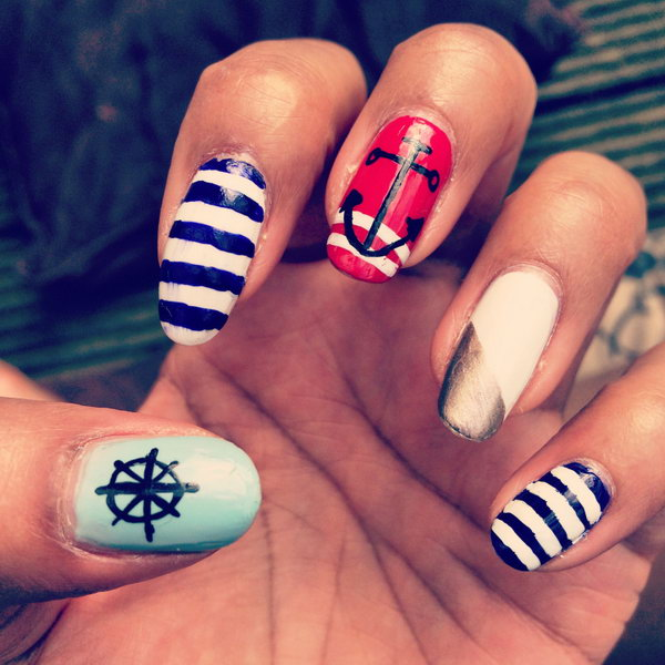 4th of July Nautical Theme Stiletto Nails with a Gold Accent: Go for a classic nautical design with a gold accent just like these talon like nails. They are surely to rock your patriotism look.