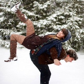10+ Romantic Winter Engagement Photo Ideas
