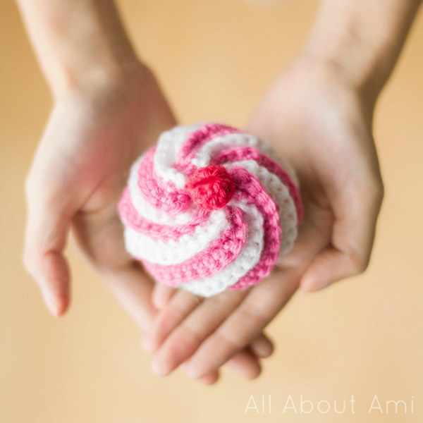 Cute Crocheted Swirly Cupcake.
