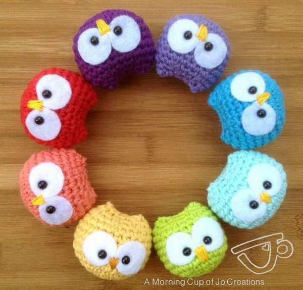Baby Owl Ornaments. Easy, adorable and playful! Great projects for a cute baby room decor or used as a toy for kids. Get the tutorial
