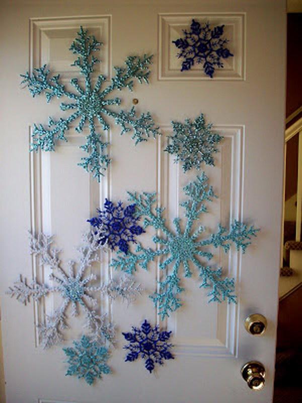 Easy Snowflakes Door Décor.
