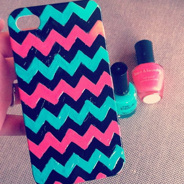 Zig Zag iphone Cases using Nail Polish.