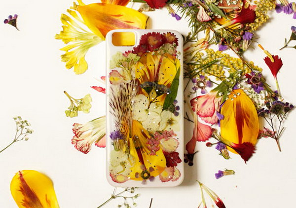 DIY Pressed Flower iPhone Case.