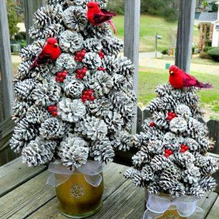 30+ Festive DIY Pine Cone Decorating Ideas