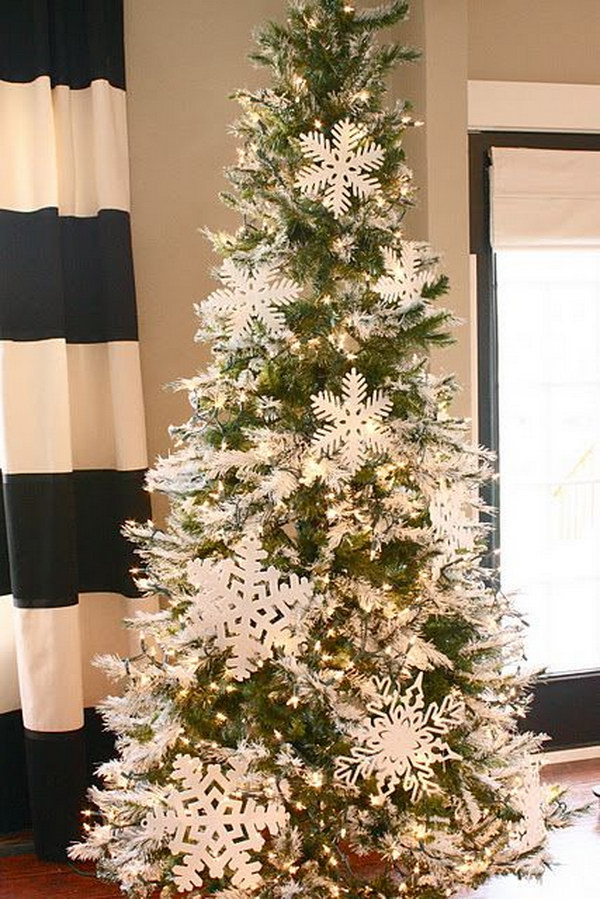 Snowflake Tree. White is always an excellent holiday choice.