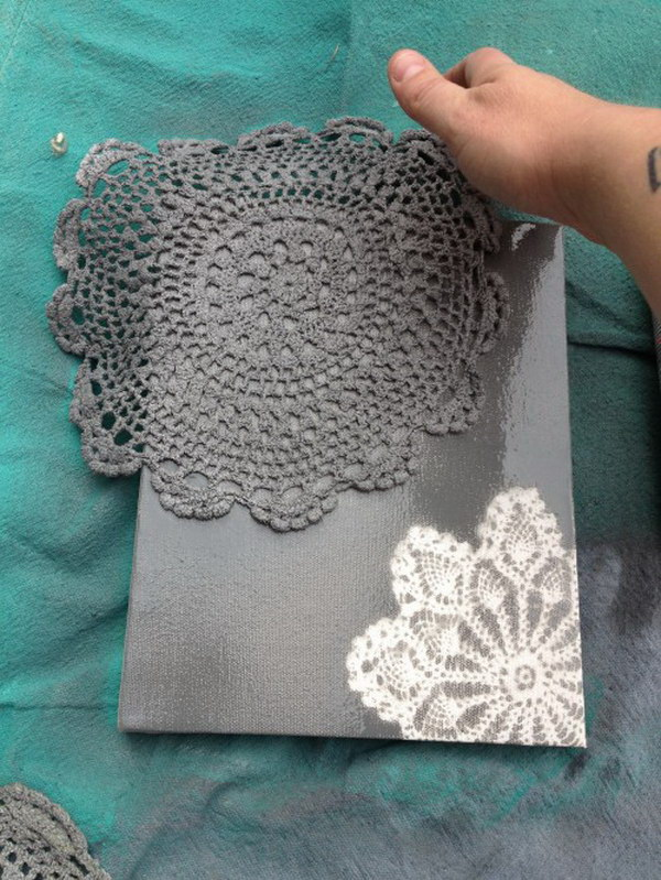 50 awesome diy image transfer projects 2017 diy spray painted doily canvas solutioingenieria Images