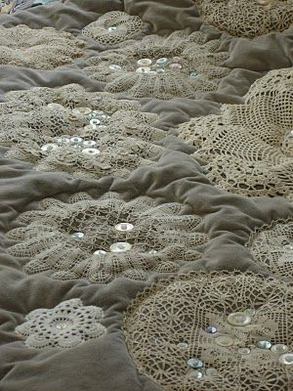 25 beautiful diy fabric and paper doily crafts 2017 diy doilies and old buttons quilt solutioingenieria Images