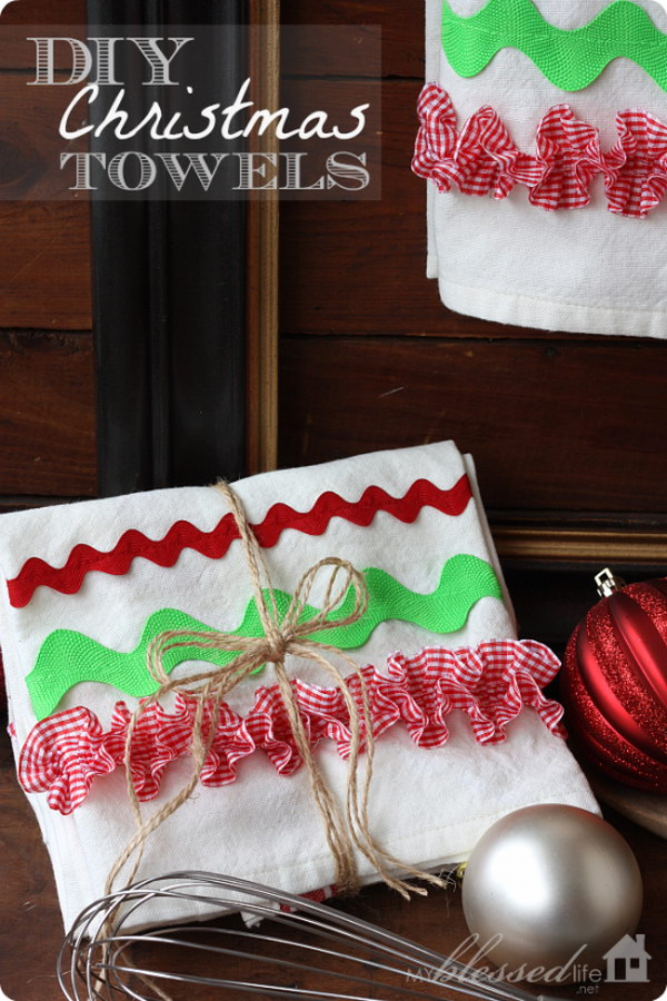 DIY Christmas Kitchen Towels. Adorable DIY Christmas gifts or make for your own kitchen. Only take you several minutes to make.