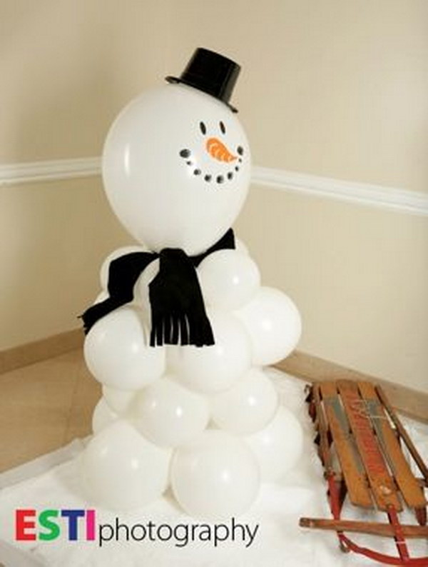 Decorative Balloon Snowman. What a cute and easy decorating idea for this winter season!