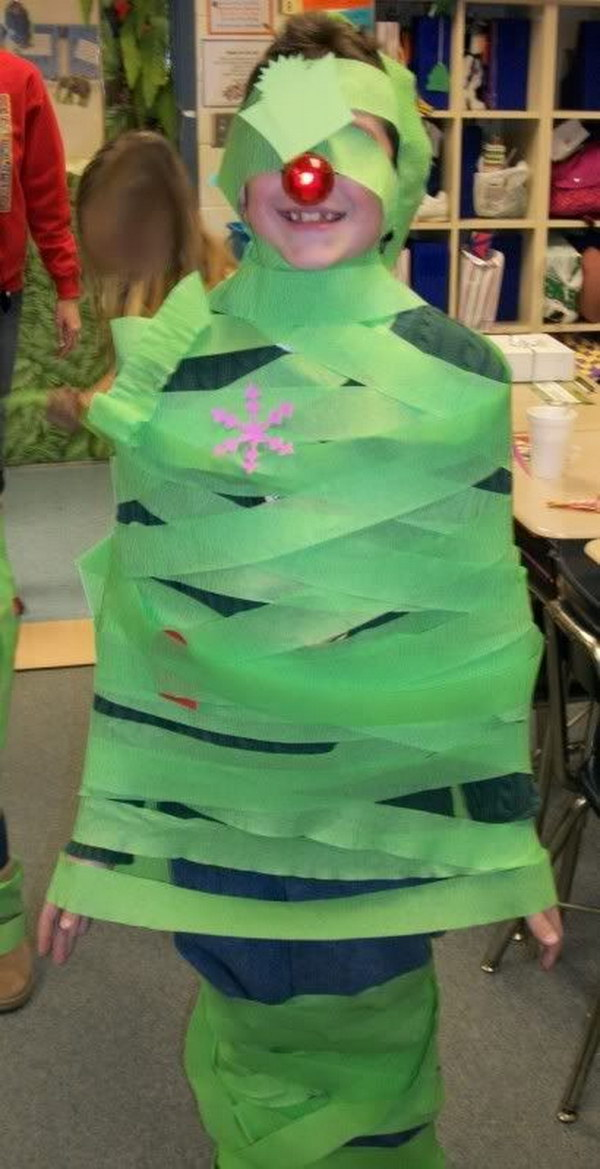 Christmas Party Contest Ideas Part - 40: Make The Best Christmas Tree With Green Crepe Paper