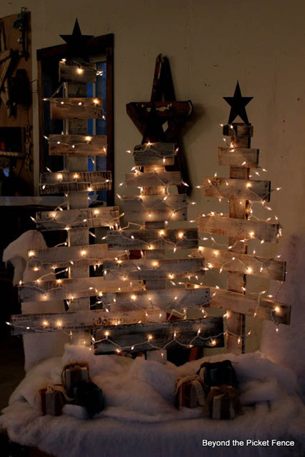 diy pallet christmas tree - Vintage Rustic Christmas Decorations