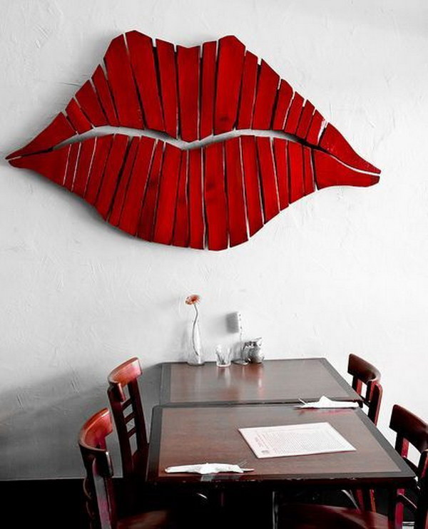DIY Pallet Lips for Wall Decoration