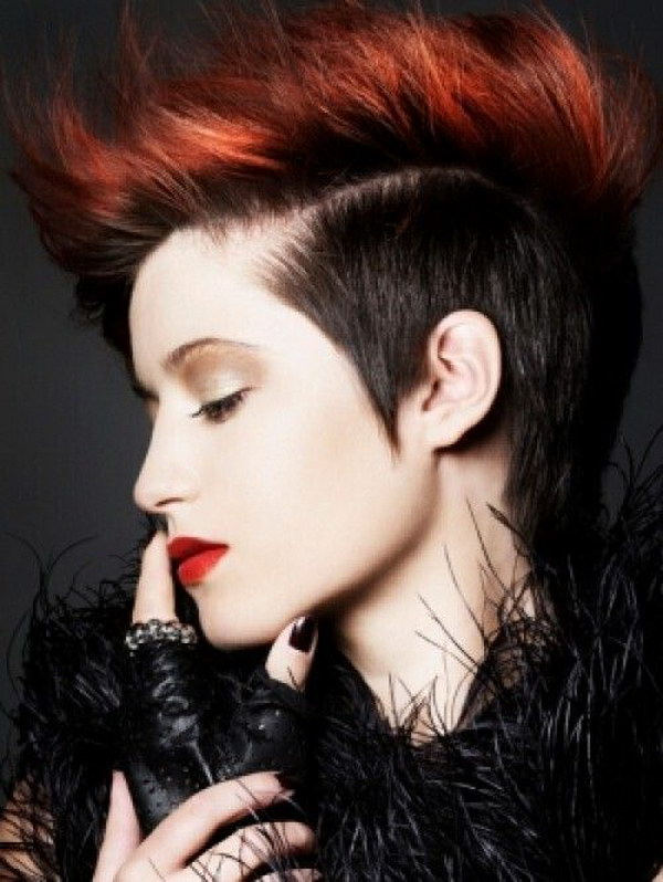 Two-Tone Pixie Hairstyle for Short Hair.